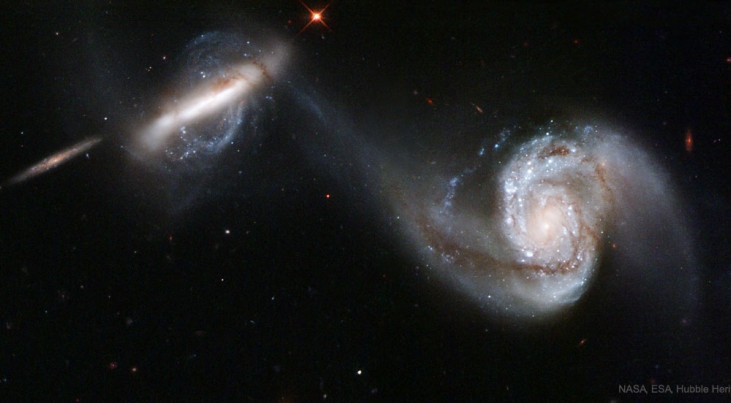 Twee sterrenstelsels smelten samen. (c) NASA/ESA/Hubble
